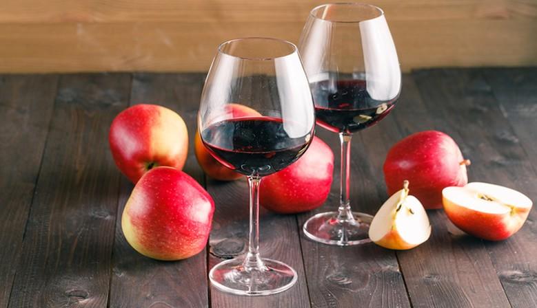 Weißwein Spätlese Dr. Zenzen Wein, Sanddornschnaps, Sanddornwein und Holunderwein
